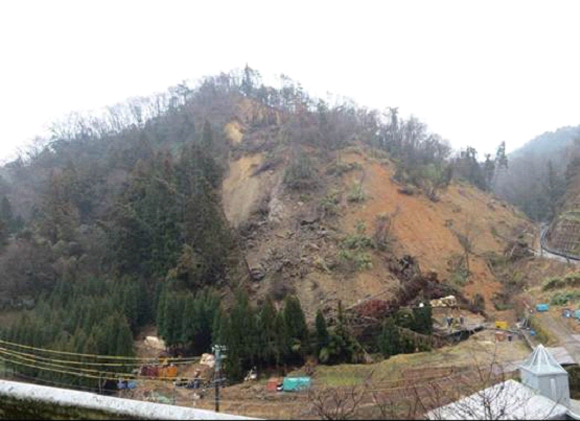 Anh minh hoa Đặc điểm trượt đất xảy ra ngày 6 tháng 8 năm 2012  tại núi Mihata, tỉnh Shimane, Nhật Bản